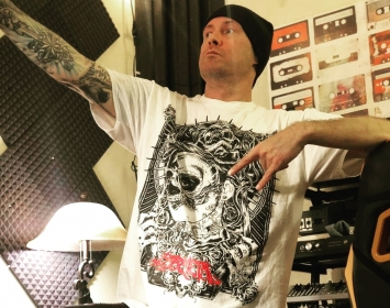 Sam Rivers of Limp Bizkit / Sleepkillers wears Barmetal