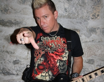 Billy Grey of Fozzy wears Barmetal
