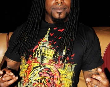 LJ from Sevendust wears Barmetal